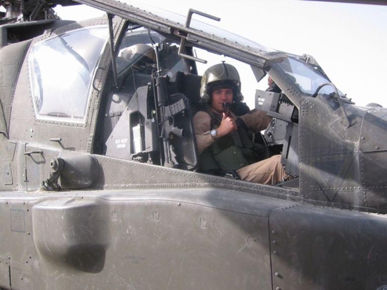 Voormalige Apache-piloot Roy de Ruiter ontvangt vandaag de militaire Willems-Orde. Beeld Defensie