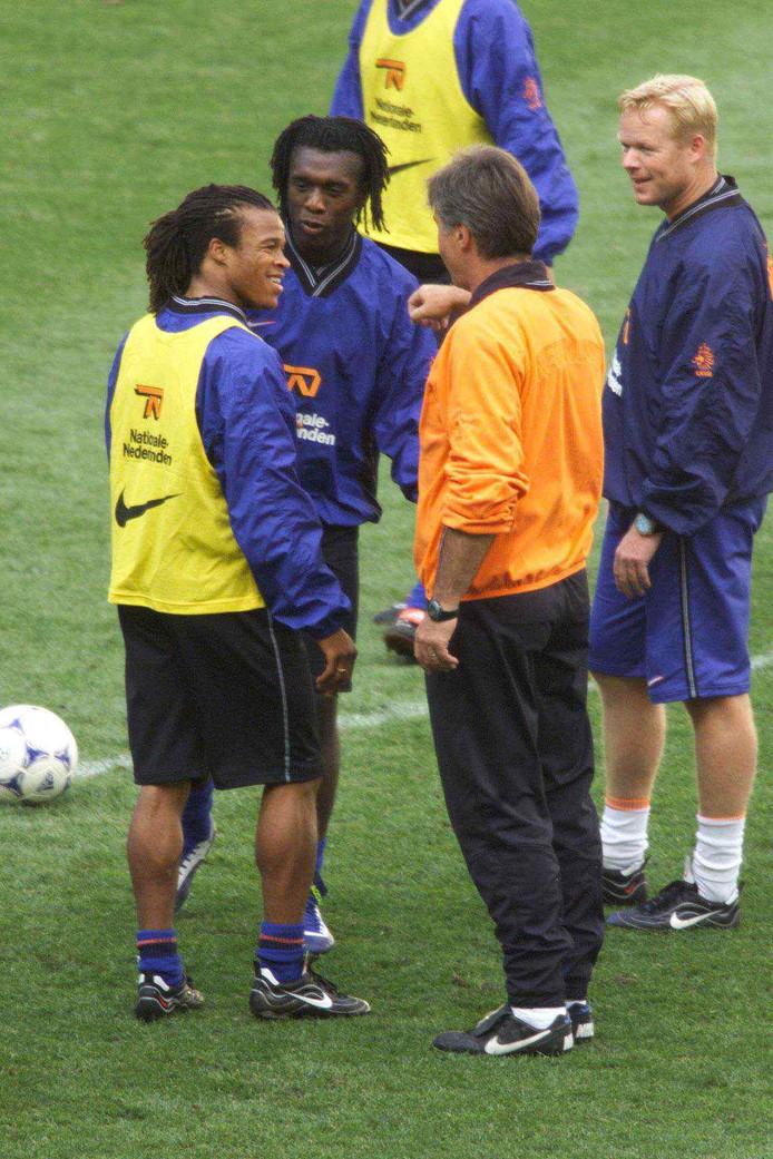 Koeman (rechts) op het WK van 1998 als assistent van Hiddink bij Oranje.