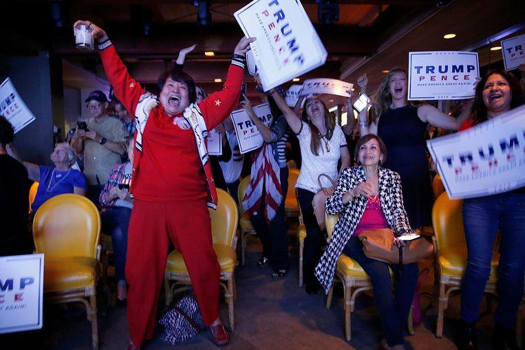 Juichende Trump-supporters in Newport Beach, Californië Beeld photo_news