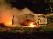 Man (40) uit Steenwijk verzon overval en stak eigen auto in brand om van schulden af te komen