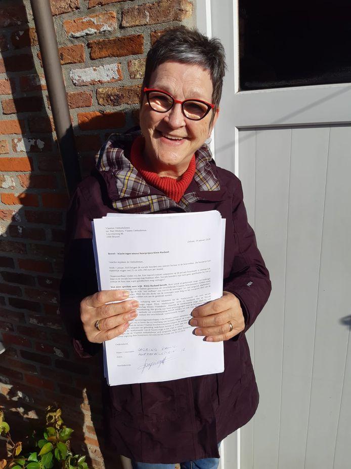 Maureen Tollenaere met haar petitie in Klein Rusland.