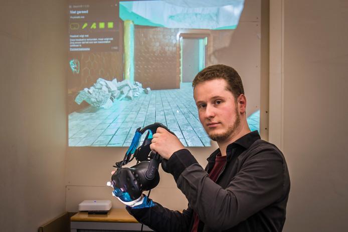 Maarten Huizing bij zijn afstudeerproject: een stukje virtual reality.
