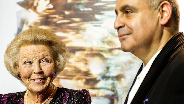 Pierre Audi, directeur van de Nationale Opera, in 2015 met prinses Beatrix. Beeld anp