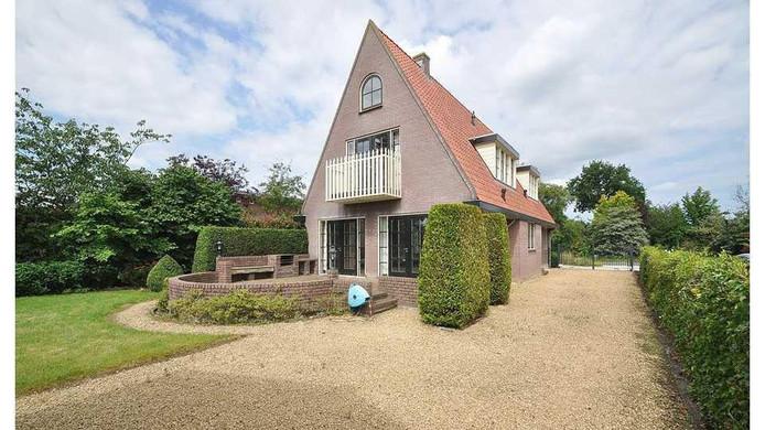 De villa in Vinkeveen waar Berge voor heeft getekend.