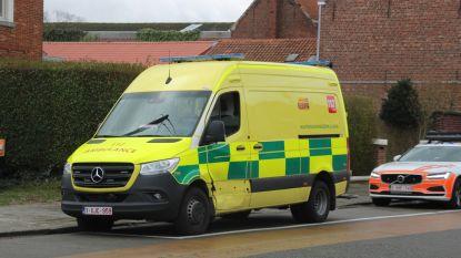 Splinternieuwe ambulance beschadigd na ongeval met patiënt