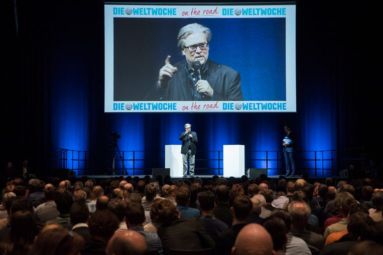 Bannon sprak gisteren voor een volle zaal in Zürich