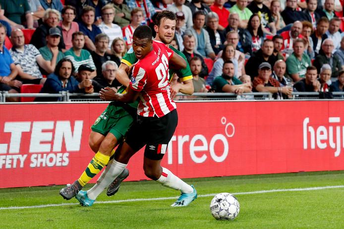 Denzel Dumfries stond aanvallend en verdedigend zijn mannetje bij PSV.