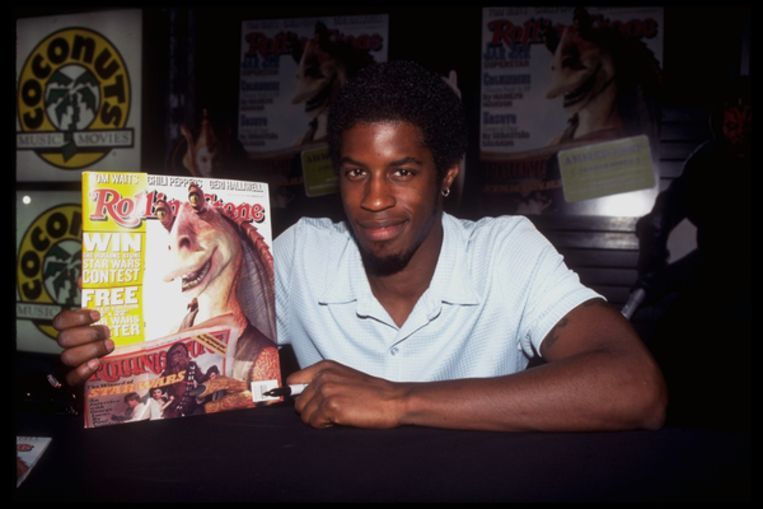 Ahmed Best in 1999 met de Rolling Stone-cover van Jar Jar Binks. Beeld Getty
