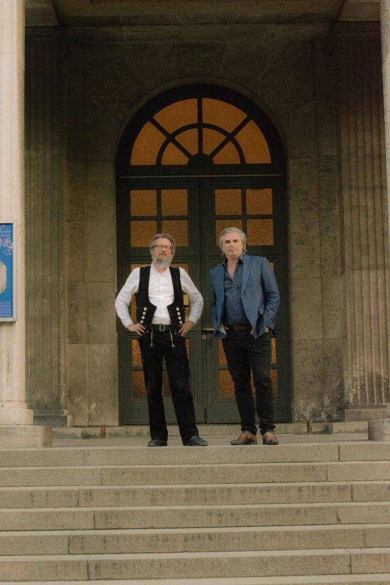 Almar Seinen en Timo de Rijk doen onderzoek naar nazi-design in München . Beeld Alicia Pawelczak