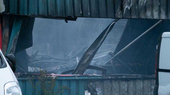 De brand richtte een grote ravage aan in het bedrijfspand in Deventer.
