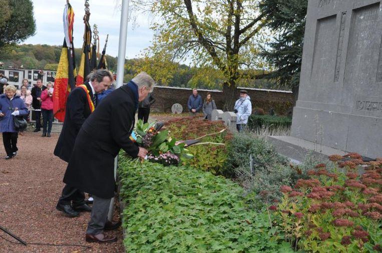 Er werden onder andere bloemen neergelegd aan de graven en monumenten van de gesneuvelden op de begraafplaatsen.