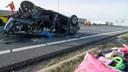 De ravage na de aanrijding op de A2 nadat een zwaar gedrogeerde automobilist met hoge snelheid tegen de auto van Ricardo van Jaarsveld was gereden.