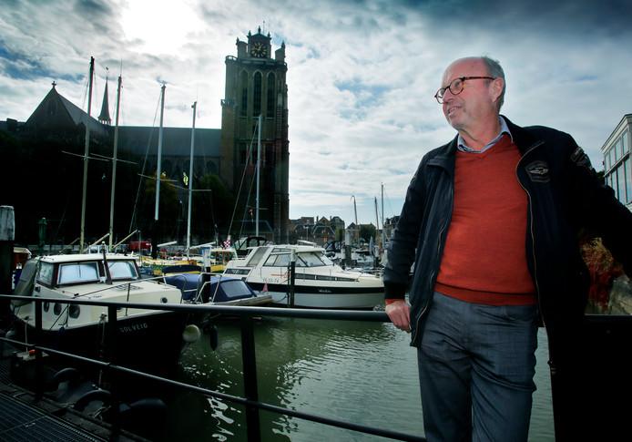 Bert van Maaren weet nog niet waar zijn boot heen moet als het podium in het haventje komt te liggen.