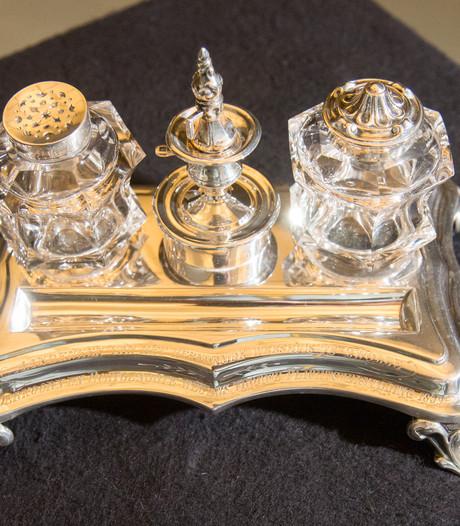 130 jaar oud zilveren inktstel terug in Zwolle