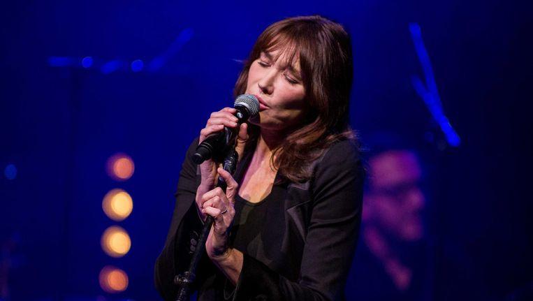 Een geboren zangeres is Carla Bruni niet, maar haar natuurlijke charme vergoedt veel Beeld Paul Bergen/anp