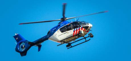 Hulpdiensten vinden onwel geworden persoon na zoektocht in bosgebied in Leersum