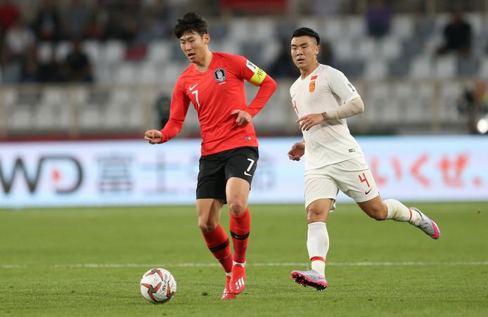 Heung-Min Son in actie namens Zuid-Korea tegen China.