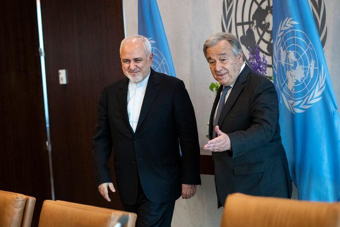 Tijdens zijn bezoek aan de Verenigde Naties, waar hij onder meer sprak met secretaris-generaal Antonio Guterres, doet de Iraanse minister van Buitenlandse Zaken Mohammad Javad Zarif (links) het aanbod om aanvullende inspecties van Iraans nucleaire programma versneld uit te voeren. Foto Drew Angerer/Getty Images