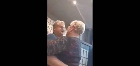 """Médecin de métier, un bourgmestre est surpris en train de danser sans masque dans un café: """"Écœuré"""""""