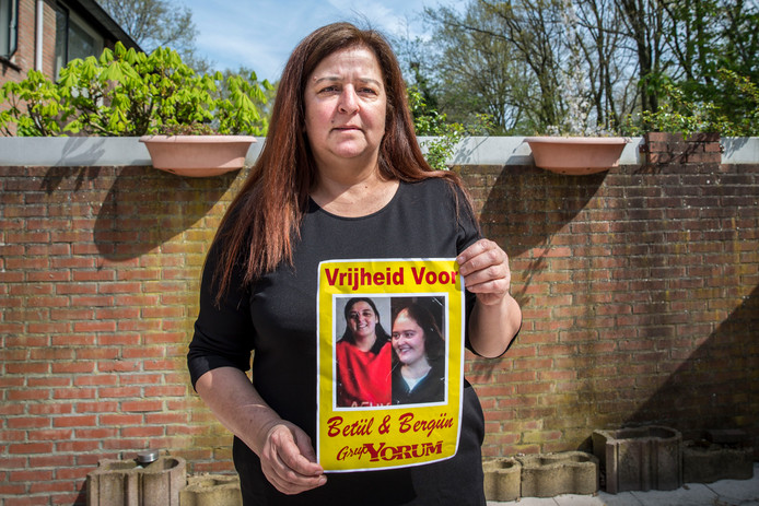 Gunay Akkaya. Zij is de moeder van Betul en Bergun Varan, twee Nederlands-Turkse vrouwen die in Turkije hebben vastgezeten op verdenking van betrokkenheid bij een terroristische organisatie. Volgens de zussen (en hun moeder) gaat het om een muziekband: Grup Yorum.
