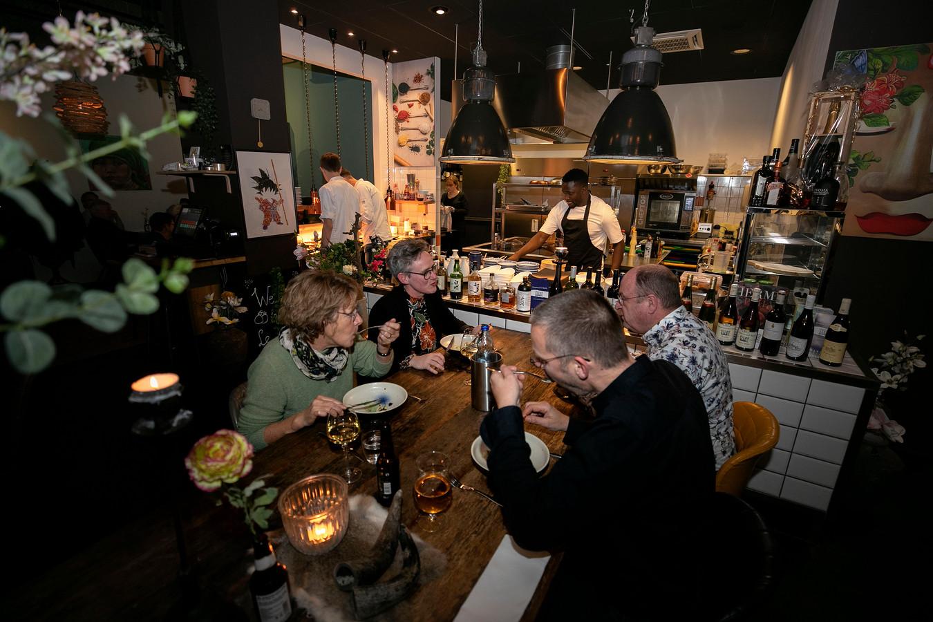 In het sfeervolle restaurant Le Yuzu in Asten serveren ze Franse en oosterse gerechten.