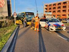 Passagiers ontsnappen zonder kleerscheuren aan botsing met hun stadsbus, maar moeten wél lopen