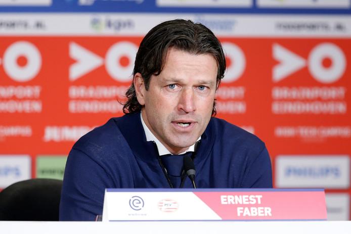 Trainer Ernest Faber van PSV.