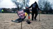 Drie gele hesjes aangehouden voor 'onthoofding' van pop Macron