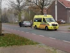 Auto remt om voorrang te geven aan wagen van rechts: andere auto knalt achterop in Ede