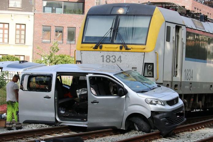 Le crash a fait quatre blessés, dont deux sont entre la vie et la mort.
