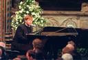 Nadat Elton John zijn oude hit Candle In The Wind vertolkte bij de uitvaart van Lady Di, werd het de best verkochte single aller tijden.