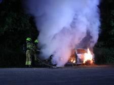 Gedumpte auto brandt volledig uit in Lunteren