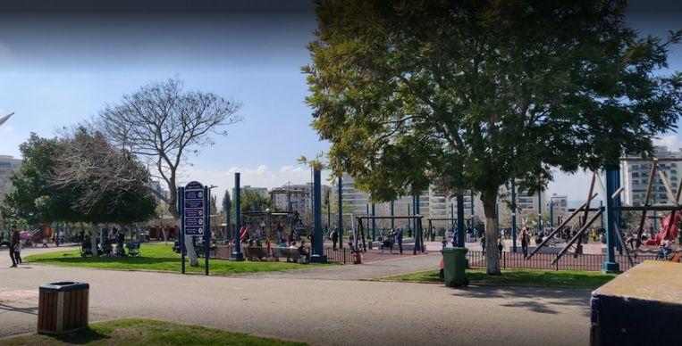 Het park in Afula telt een kinderboerderij, basketbalvelden en een atletiekbaan. Sinds kort mogen enkel de inwoners van de stadskern het park bezoeken.