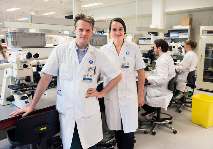 Jan Jerik Oosterheert en Sonja van Roeden, Q-koortsonderzoekers bij het UMC Utrecht.