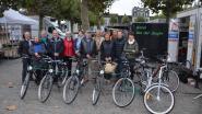 Marktcommissie deelt fietsen uit aan winnaars herfstactie