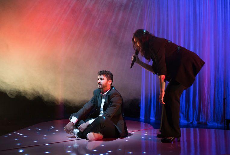 Evrim Akyigit (rechts) en Said El Abboudi in Habib van Theatergroep ZEP. Beeld Foto Serge Ligtenberg