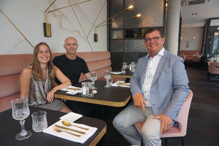 ZAZ Cuisine in de Van Iseghemlaan van Michele D'Abramo, hier met schepen Charlotte Verkeyn (N-VA) en burgemeester Bart Tommelein (Open Vld), is de nieuwe culinaire aanwinst voor Oostende