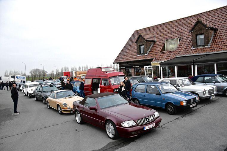 Er kwamen ruim honderd oldtimerliefhebbers naar Lichtervelde afgezakt.