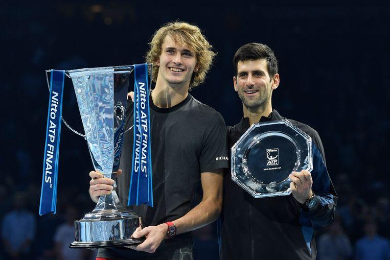 Alexander Zverev (links) en Novak Djokovic (rechts) Beeld EPA