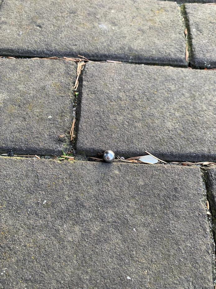 Eén van de kogels die gevonden is nabij het pand.