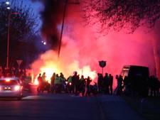 Politie neemt auto's van brandstichters op Urk in beslag