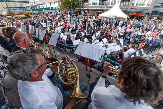 Roosendaal - 30-9-2018 - Foto: Pix4Profs/Marcel Otterspeer - All4Harmonie:  spectaculaire finale waarin alle 150 muzikanten gezamenlijk enkele stukken speelden met daarbij ook een verbinding naar Roosendaal 750 jaar.