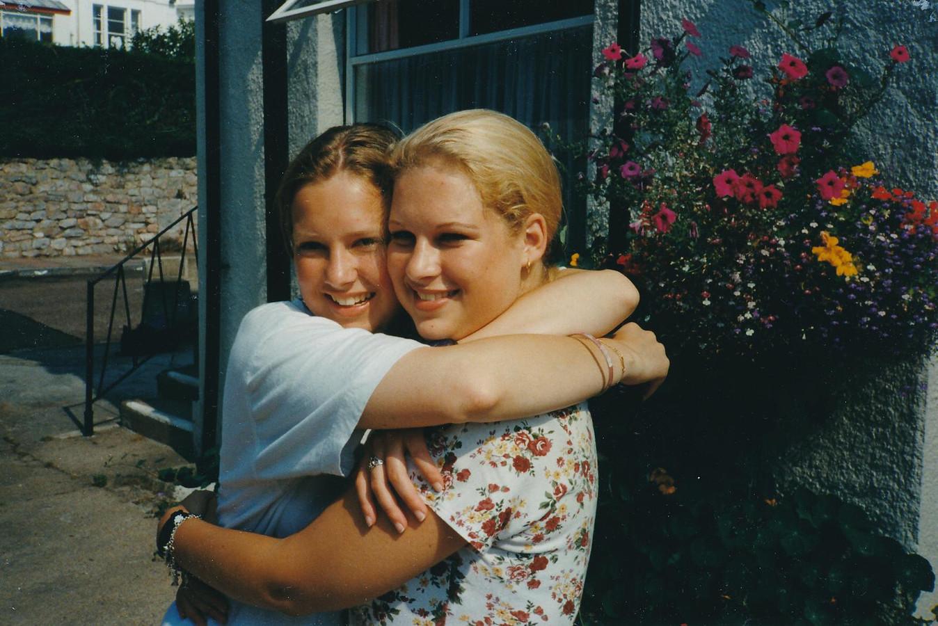 Nadia en Lucinda van de Ven in hun jonge jaren.