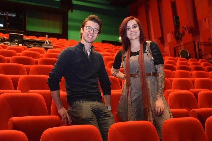 De kunststudenten Wick Wojtas en Noortje Schut hebben beiden iets met theater.