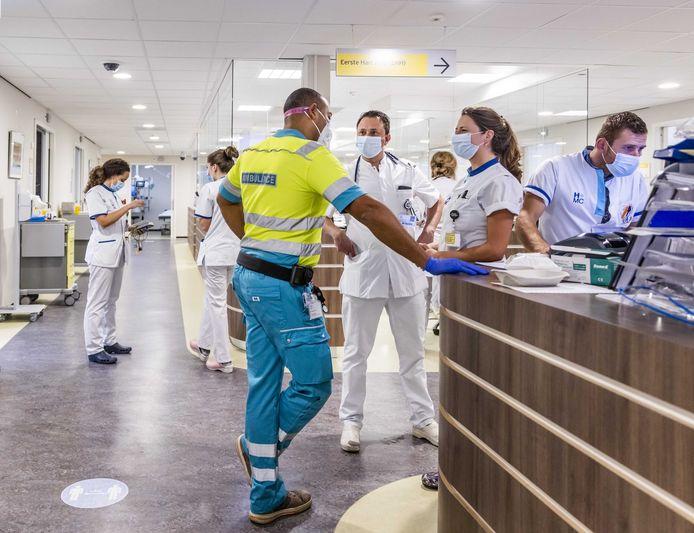Op de Spoedeisende Hulp van HMC in ziekenhuis Westeinde is het ook extra druk door coronapatiënten.