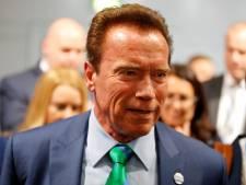 Arnold Schwarzenegger schiet 102-jarige vrouw te hulp