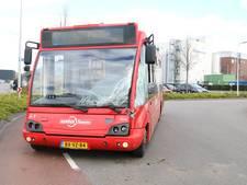 Lijnbus knalt op vrachtwagen bij Borculo