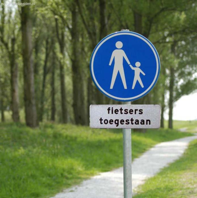 Als het aan Burgemeester Weterings en zijn wethouders ligt komt er een volwaardige fietsroute door het Leijpark.