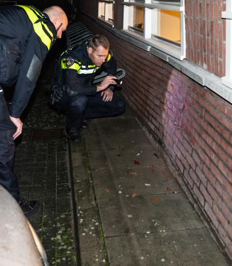 Automobilist ramt speeltuingebouw in Baarn en rijdt weg
