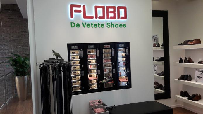 FLOBO, de automatiek in de stijl van de FEBO bij de afdeling schoenen van Floris van Bommel in de nieuwe schoenenzaak van Van Dael in Arnhem.
